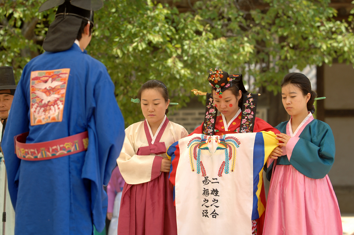 korean traditions Traditions vary in south africa because it's a very multi-cultural country, however there are some traditions that are shared throughout the nation.