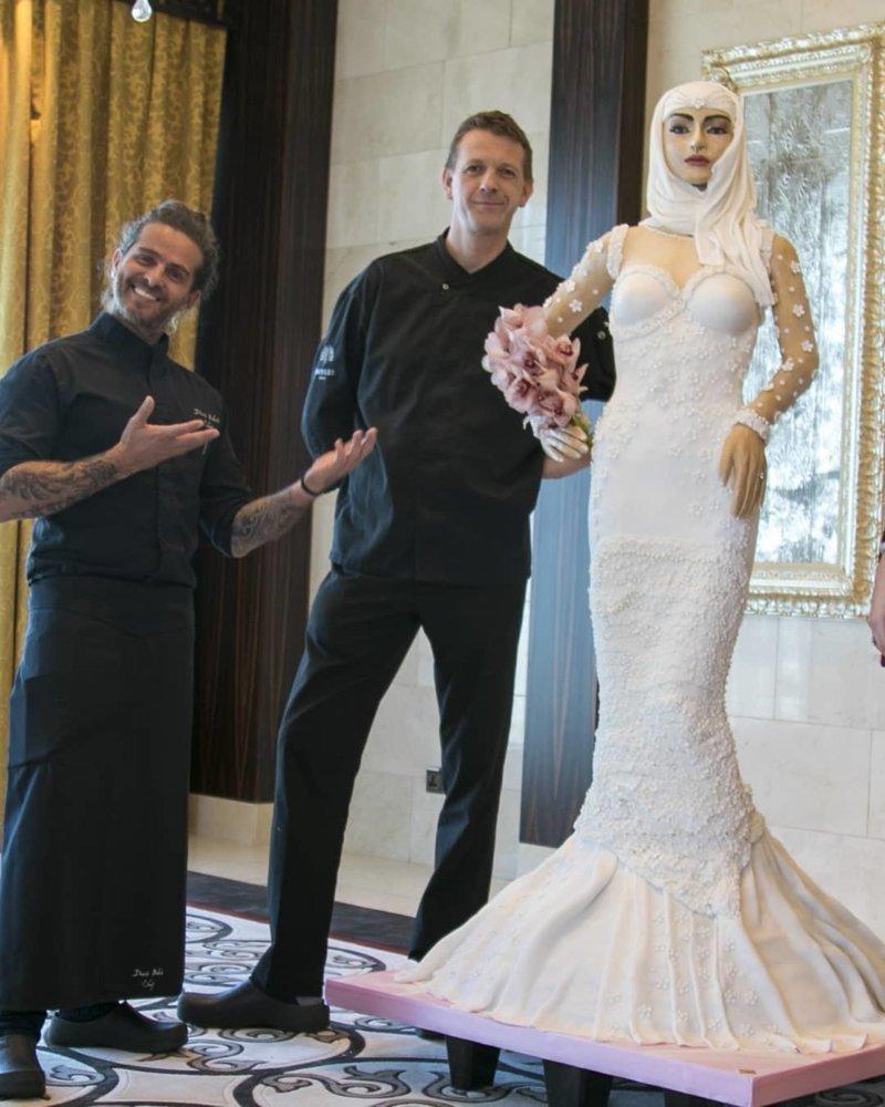 9a9da548973ee56 В Дубае представлен торт в виде фигуры невесты стоимостью миллион долларов