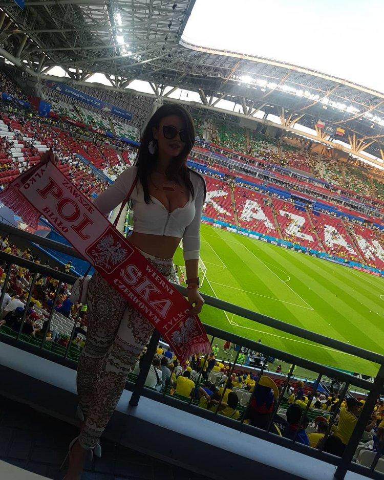 На шманяют стадионе девушек